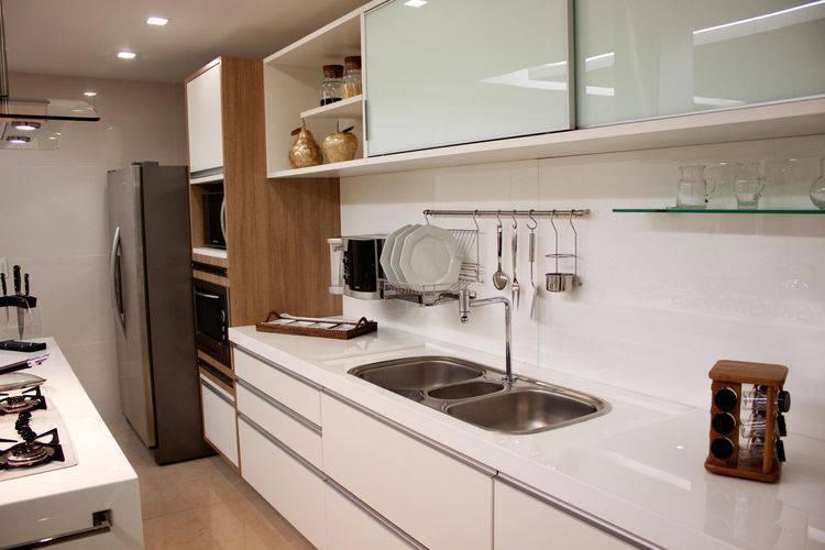 Móveis planejados: cozinha branca