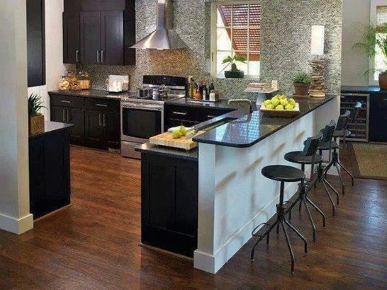 Cozinha americana: piso de madeira