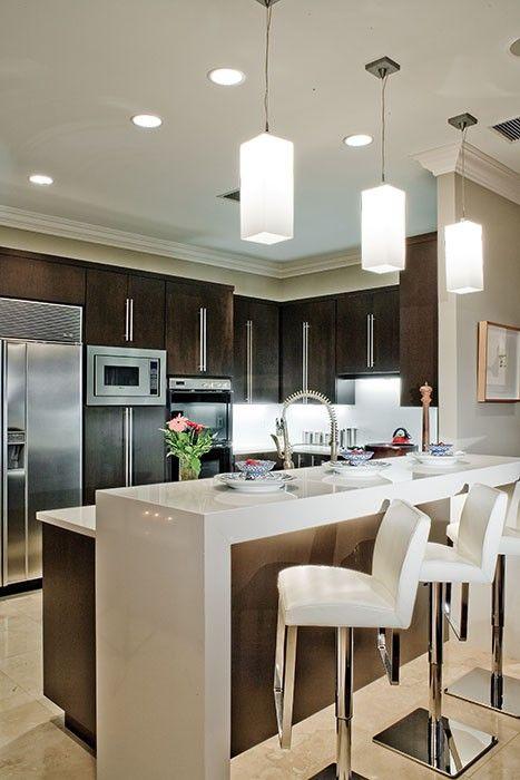 Cozinha americana: bancada branca