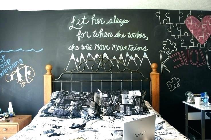 Chalckboard: atras da cama de casal