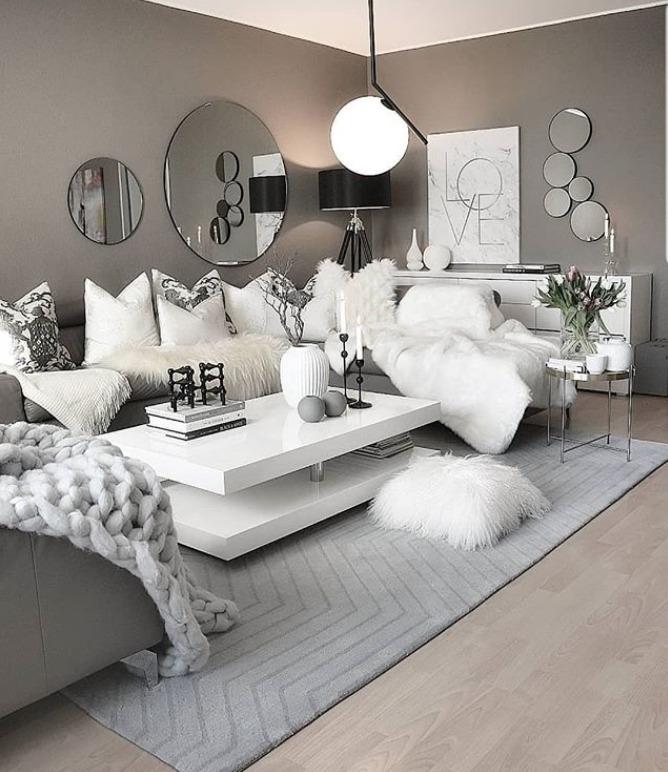 Decoração de sala: espelhos e muito branco