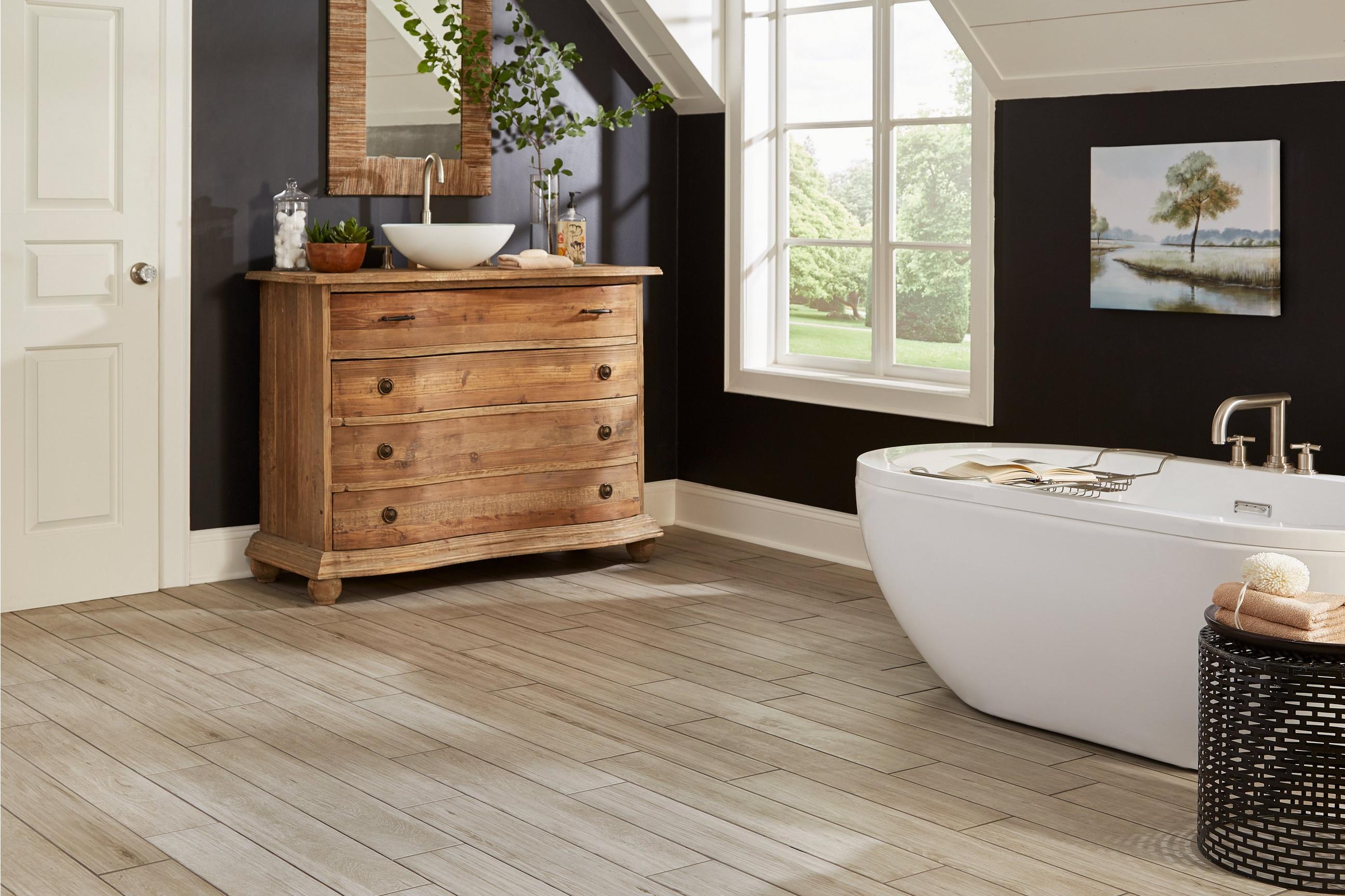 Piso para banheiro: conforto madeira