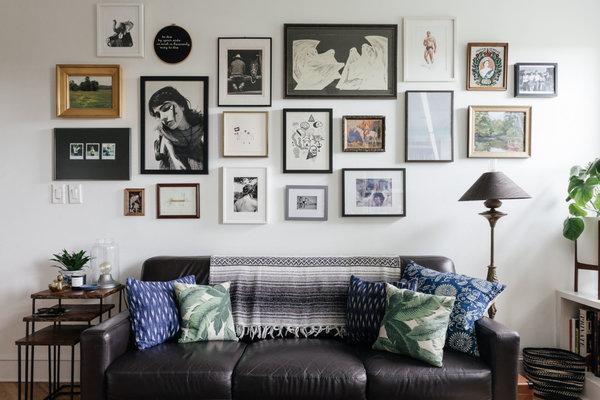 Molduras: sofá cinza
