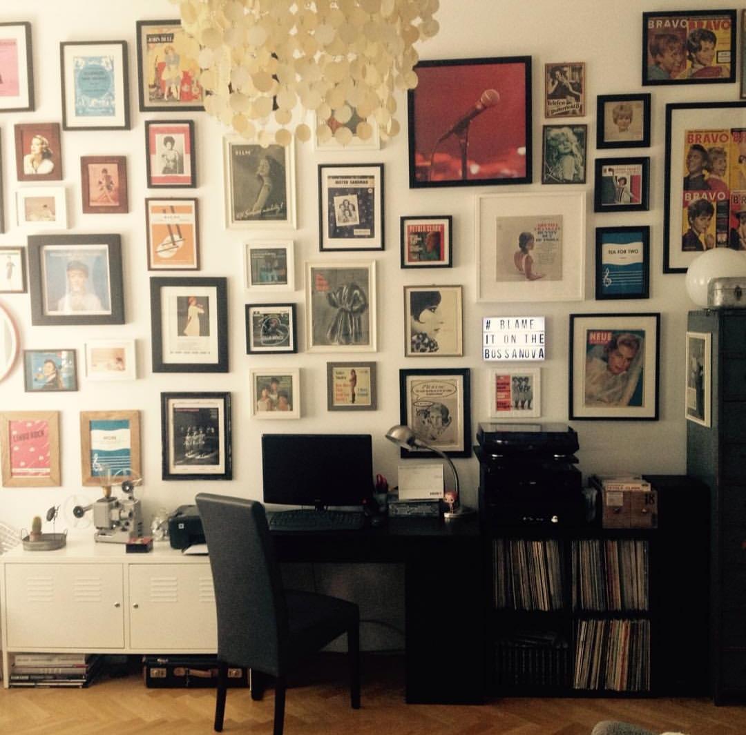 Molduras: aprenda a harmonizar vários tipos na mesma parede